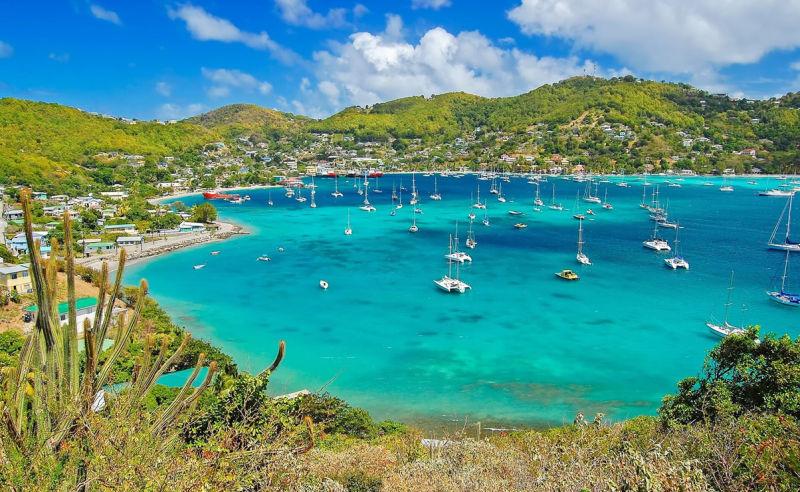 Hafen der Insel Bequia auf St. Vincent und die Grenadinen