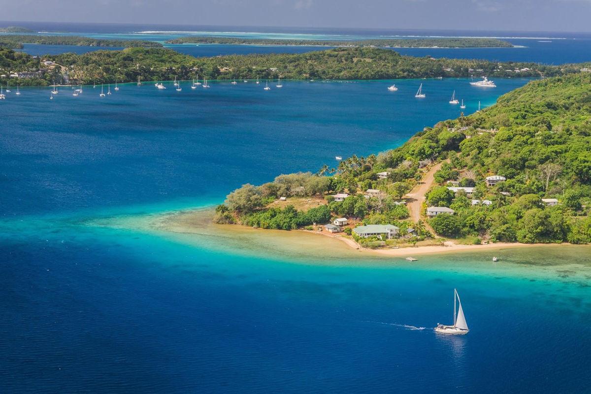Yacht vor der Insel Tonga