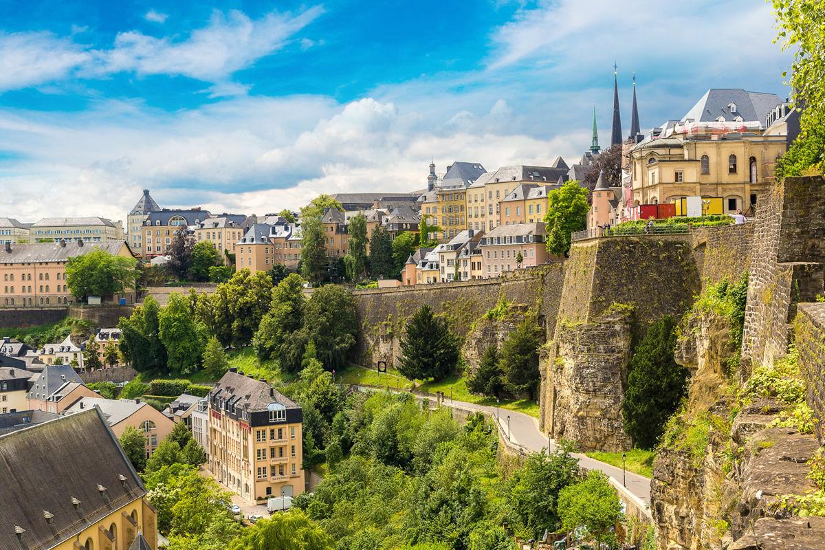 Panorama von Luxemburg an schönem Sommertag