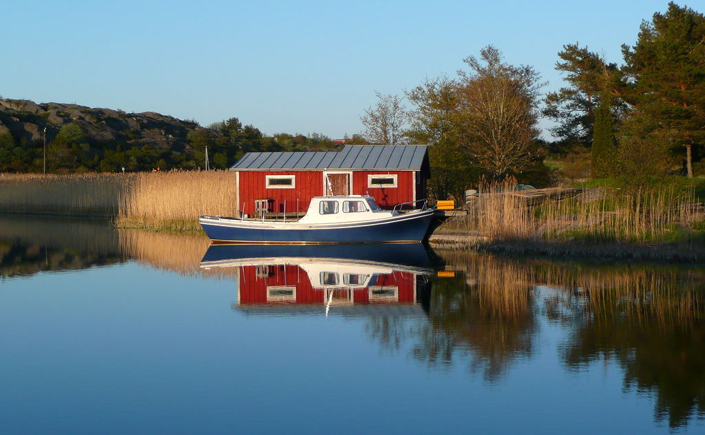 Boot und rotes Haus in Åland