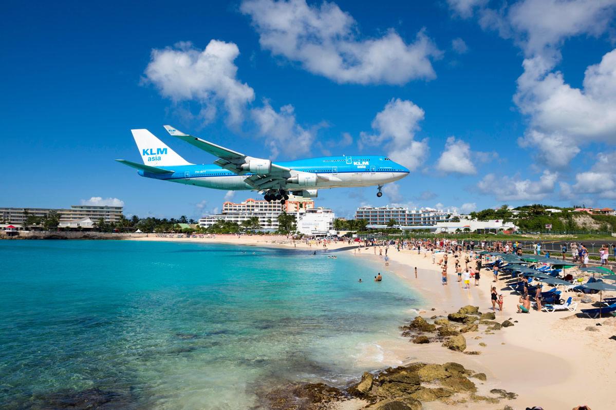 Boeing beim Anflug über dem Strand von Baho Beach auf St. Maarten