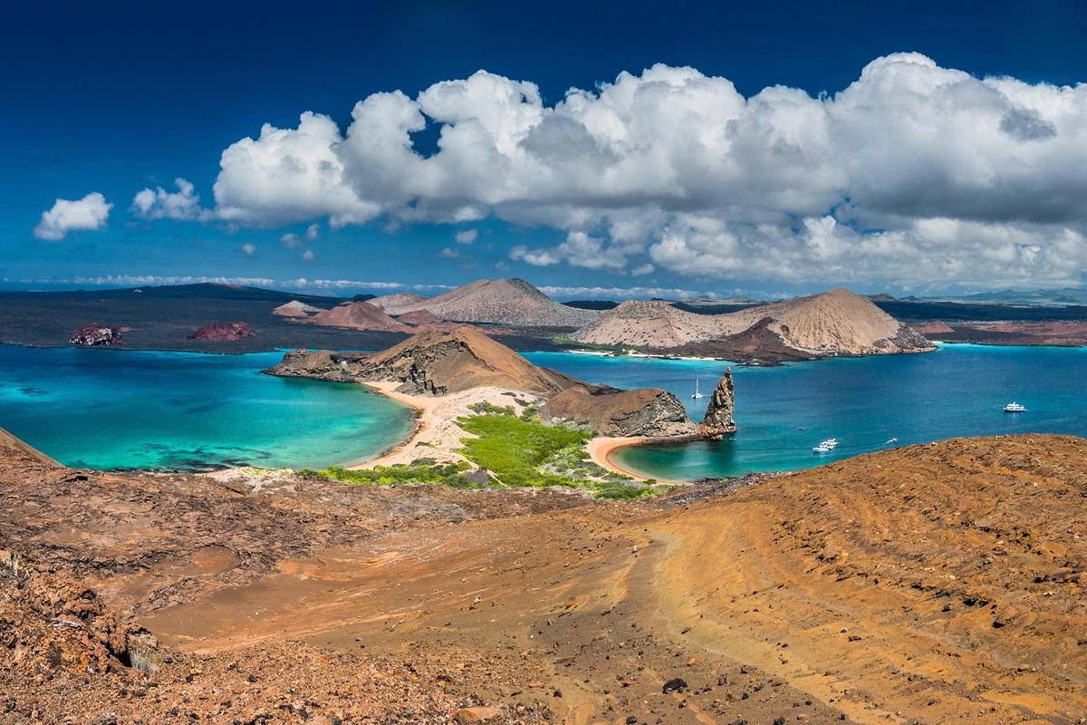 Panorama der Galapagos-Inseln von der Insel Bartolome, Ecuador