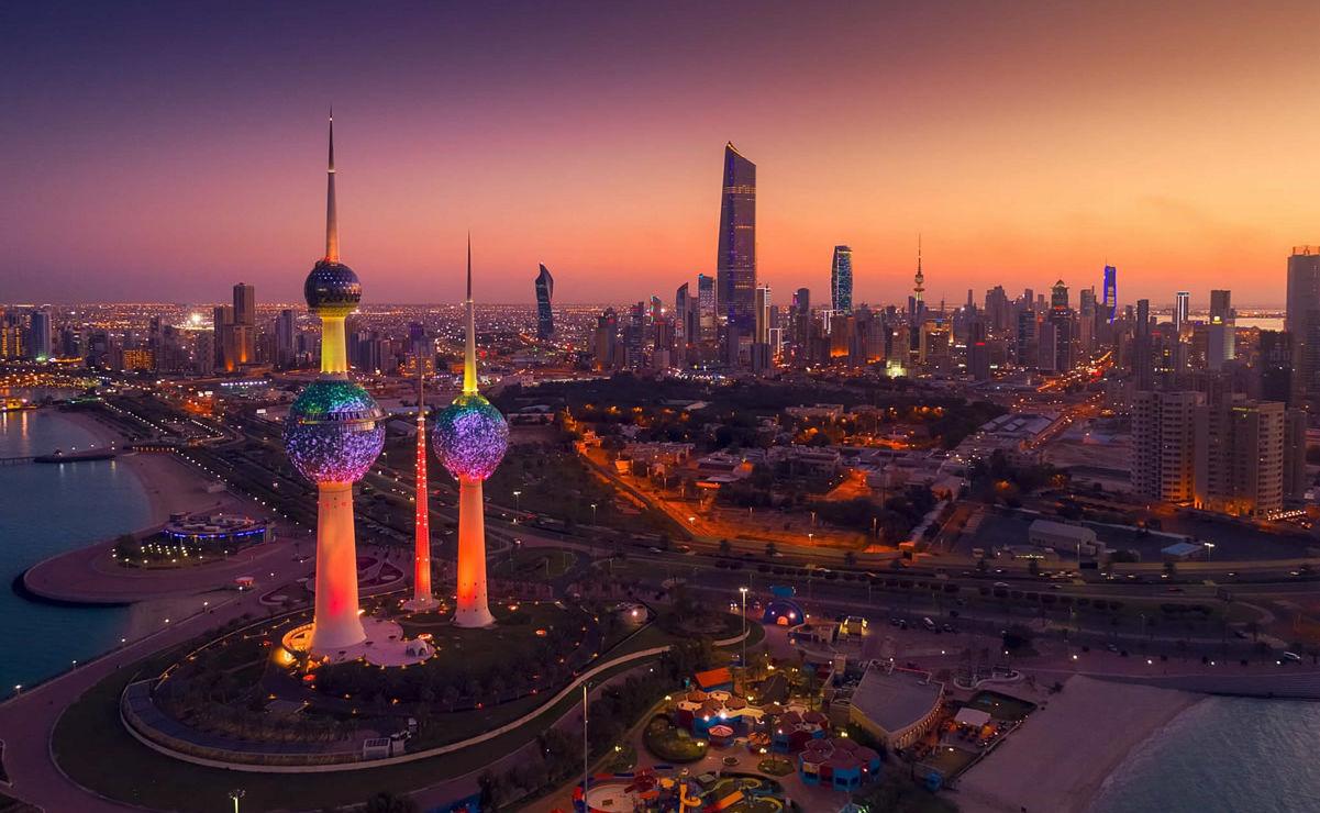 Skyline von Kuwait bei Nacht