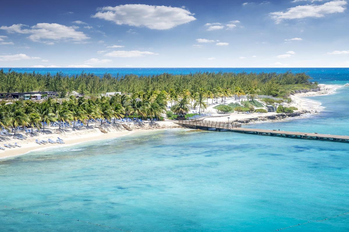 Strand von Grand Turk Island auf den Turks- und Caicosinseln