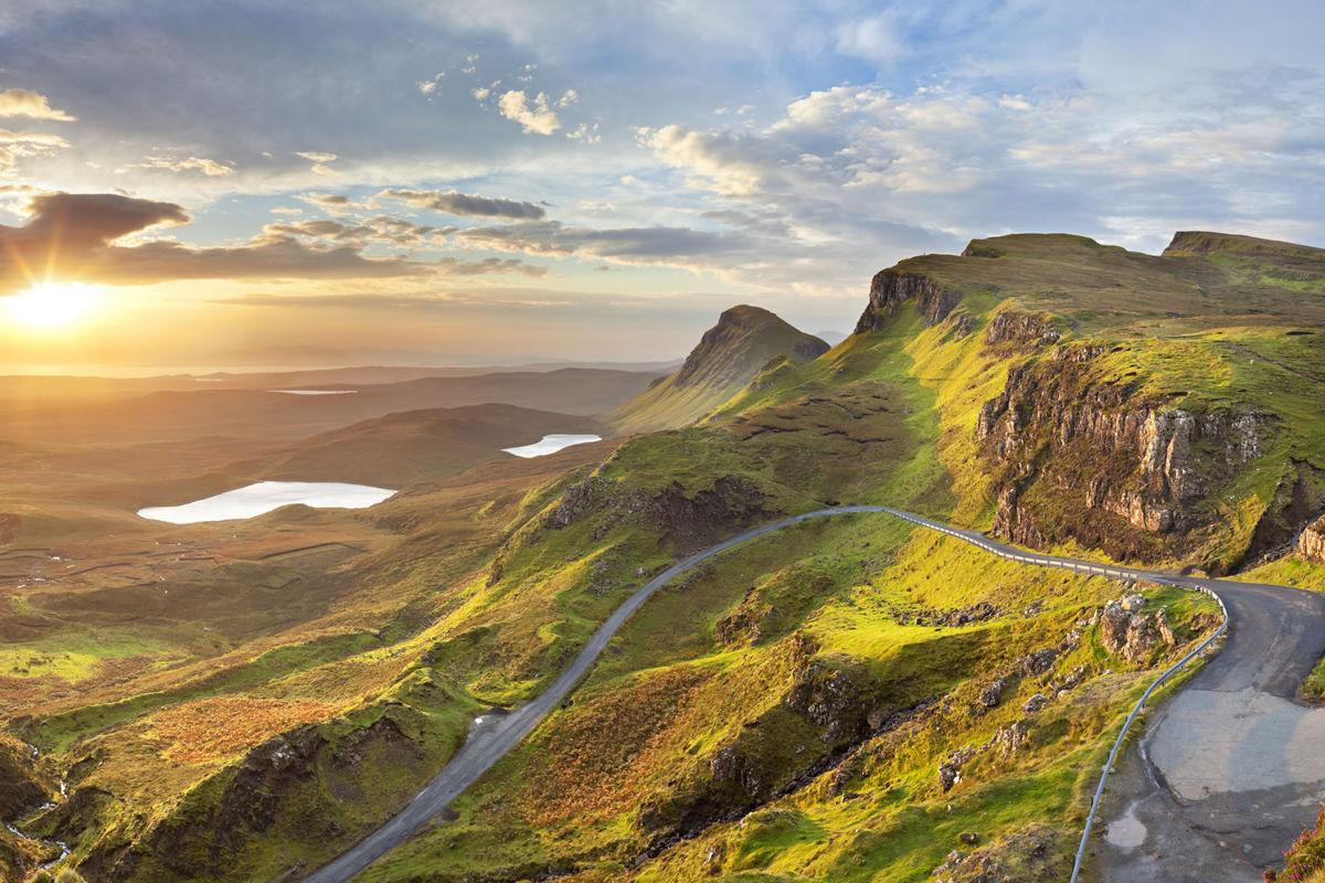Sonnenaufgang bei Quiraing auf der Isle of Skye in Schottland