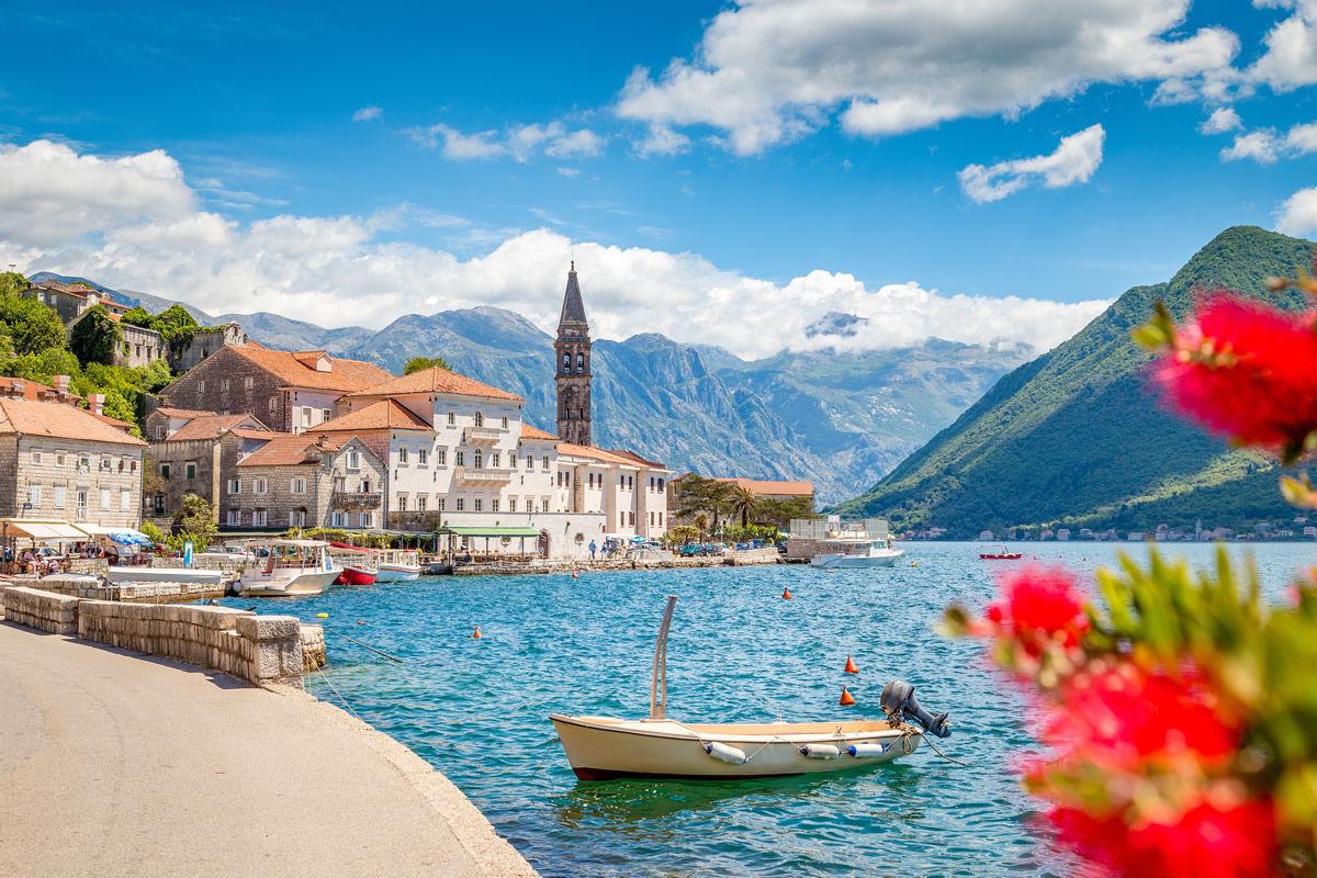 Perast in der Bucht von Kotor in Montenegro