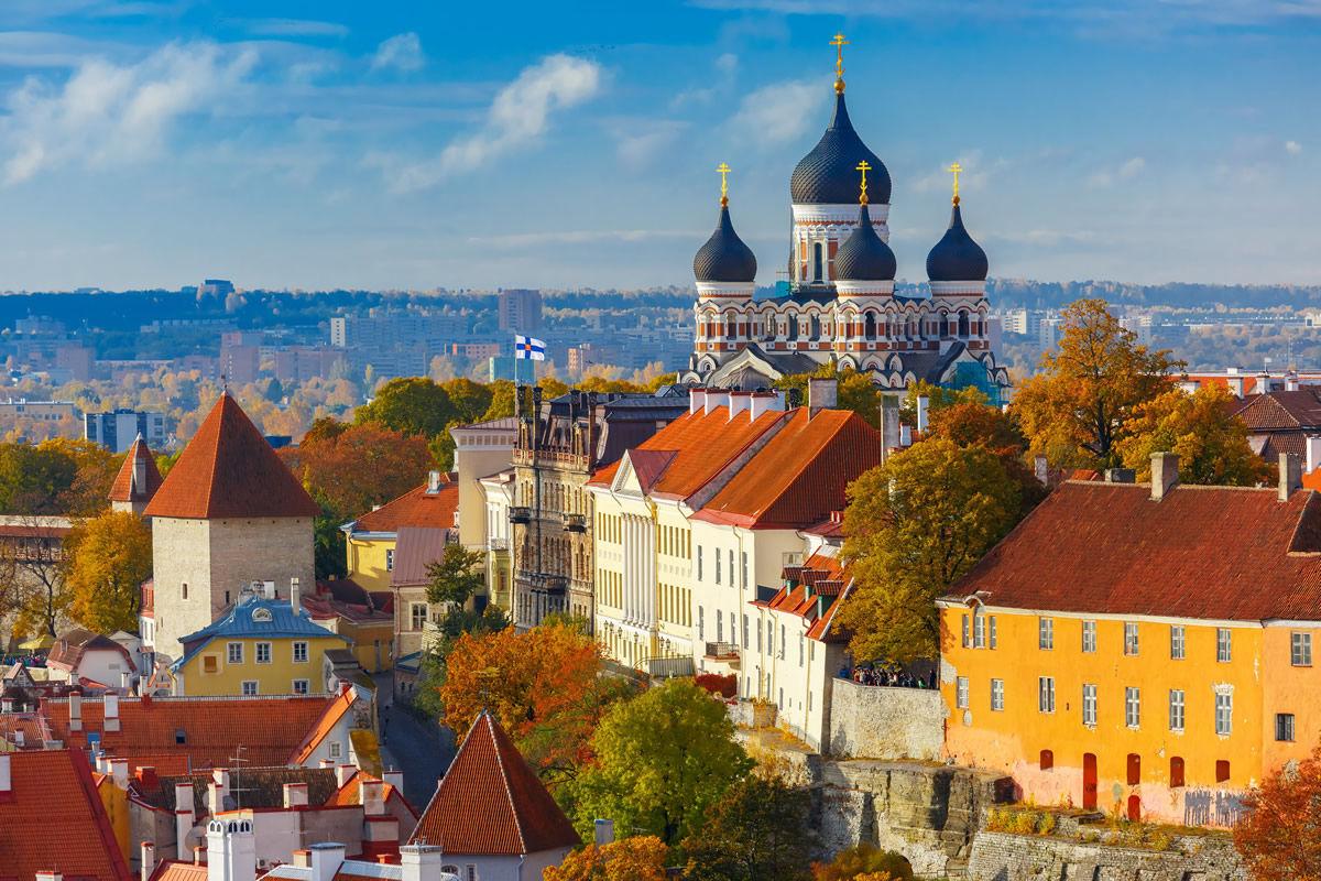 Alexander-Newski-Kathedrale vom Turm der St. Olaf-Kirche in Tallinn, Estland