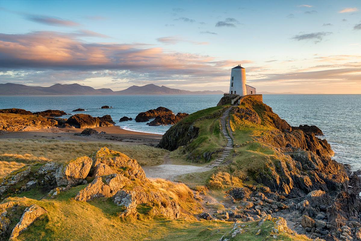 Sonnenuntergang auf der Insel Ynys Llanddwyn in Nordwales