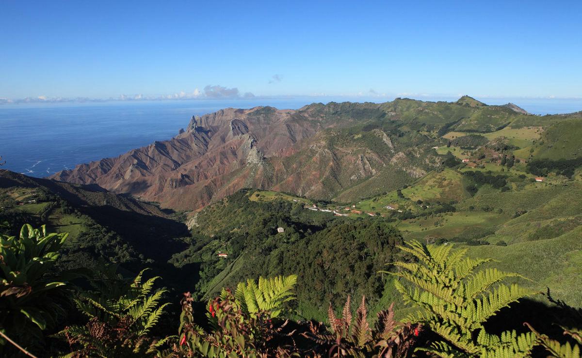 Blick über Sandy Bay auf St. Helena