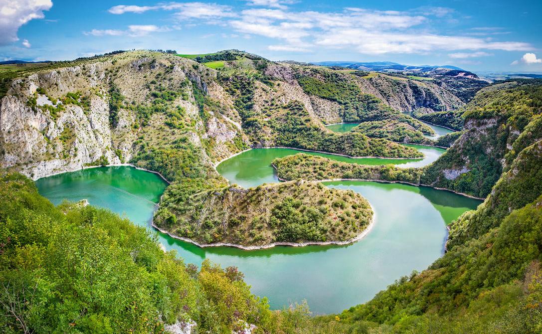 Wendungen des Flusses Uvac in Serbien