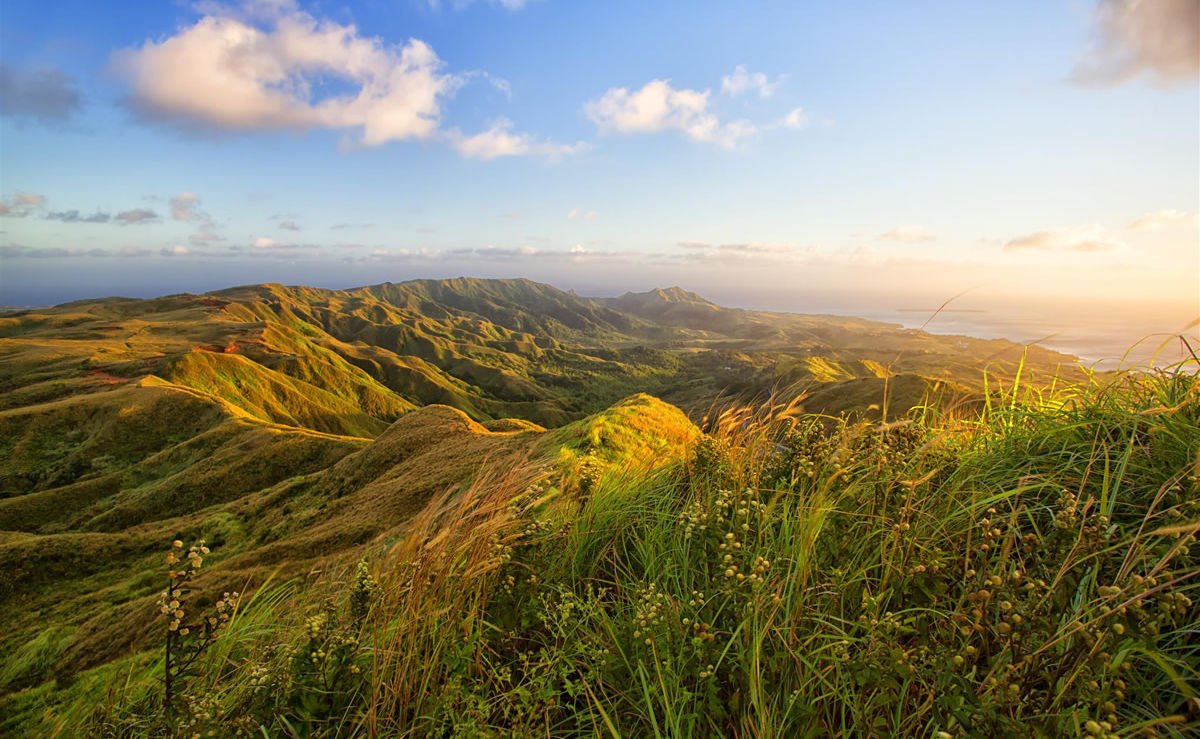 Sonnenaufgang über dem Berg Lamlam auf Guam
